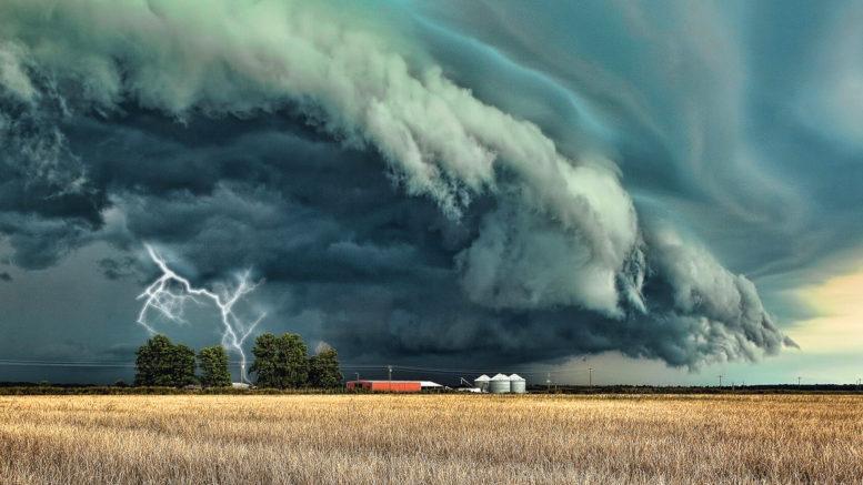 опасен ураган
